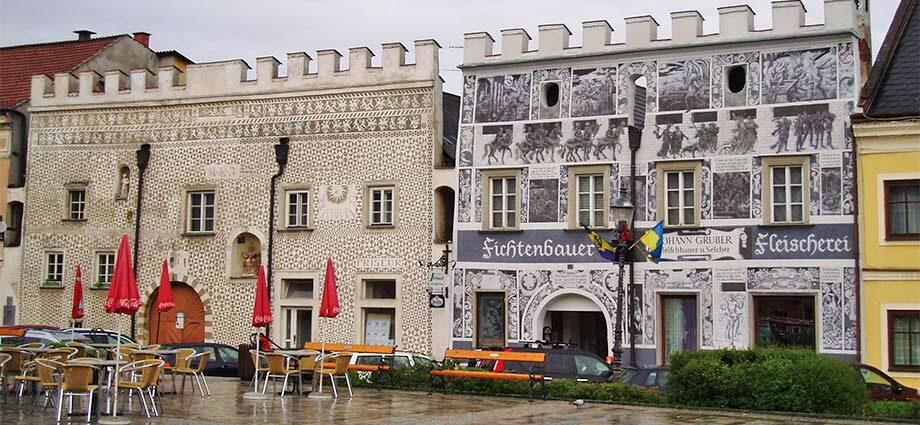 Sgraffito-Häuser in Gmünd